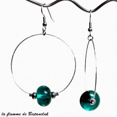 boucles d'oreilles créoles et perles de verre bleu canard transparent