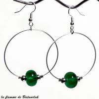 Boucles creoles et perles de verre vert emeraude vendues en ligne
