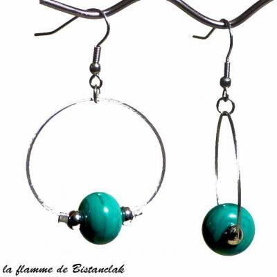 boucles d'oreilles créoles et perles de verre vert pétrole