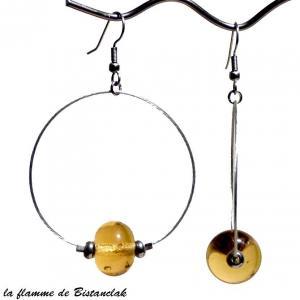 Boucles d oreilles creoles et perle de verre ambre