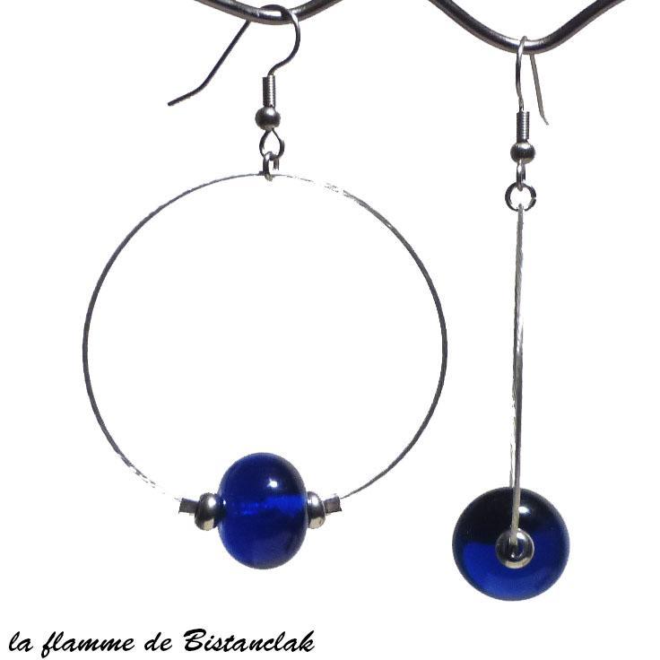 Boucles d oreilles creoles et perles de verre bleu roi transparentes creation bijou par bistanclak