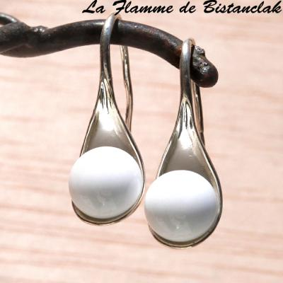 Boucle d'oreilles perles blanches opaques