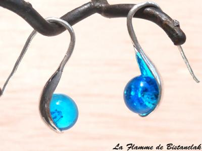 """Boucle d'oreilles """"cuillère"""" perle de verre bleu turquoise transparent"""