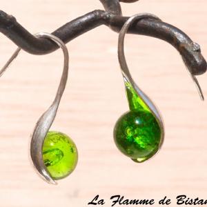 Boucles perles de verre couleur vert transparent