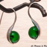 Boucles d oreilles perles de verre vert emeraude
