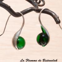 Boucles d oreille modèle cuillere perles de verre vert transparent