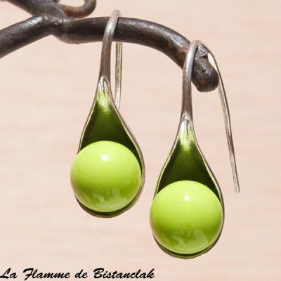 """Boucle d'oreilles """"cuillère"""" perle de verre vert petit pois opaque"""
