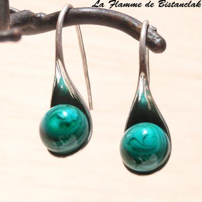 """Boucle d'oreilles """"cuillère"""" perle de verre vert pétrole opaque"""