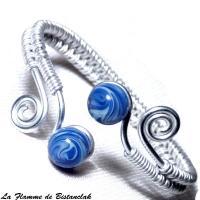 Bracelet ajustable artisanal tresse main perles de verre bleu chamarre spirales argentees 2