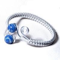 Bracelet ajustable artisanal tresse main perles de verre bleu chamarre spirales argentees 3