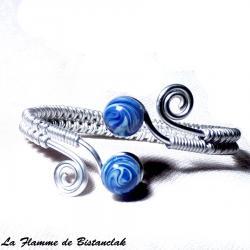 Bracelet perles de verre bleu  et fil alu argenté