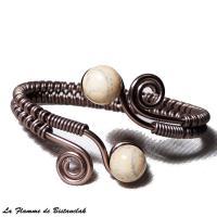 Bracelet artisanal a spirales chocolat perles de verre ivoire craquele gris 4