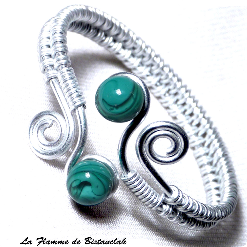 Bracelet artisanal perles de verre vert bleu canard spirales argentees 1