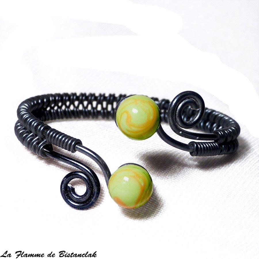Bracelet artisanal perles de verre vertes et oranges spirales noires 2