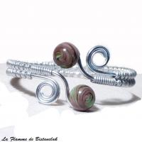 Bracelet artisanal perles de verre violet glycine et vert chamarre spirales argente 3