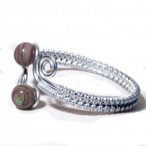 Bracelet artisanal perles de verre violet glycine et vert chamarre spirales argente 4