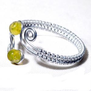 Bracelet artisanal spirale argente et perles de verre jaunes transparentes 3