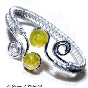 Bracelet artisanal spirale argente et perles de verre jaunes transparentes 4
