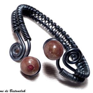 Bracelet artisanal spirales noir perles de verre paillete cuivre