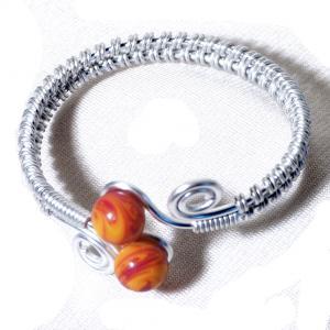 Bracelet spirale argente perles de verre jaune et rouge chamarre 1
