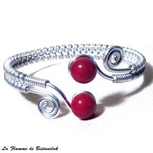 Bracelet tresse artisanal spirales argentees et perles de verre rouges 1