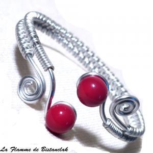 Bracelet spirales argentees et perles de verre rouge