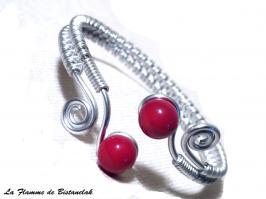 Bracelet artisanal perles de verre filé rouge et spirales argentees