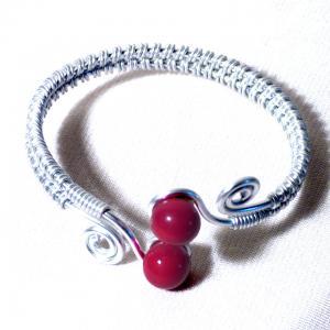 Bracelet tresse artisanal spirales argentees et perles de verre rouges 4