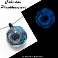 Collier artisanal cabochon verre file bleu vert noir phosphorescent