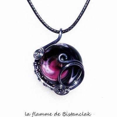 pendentif tressé cabochon verre filé noir et rose