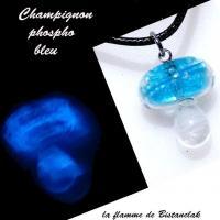 Collier champignon phospho bleu