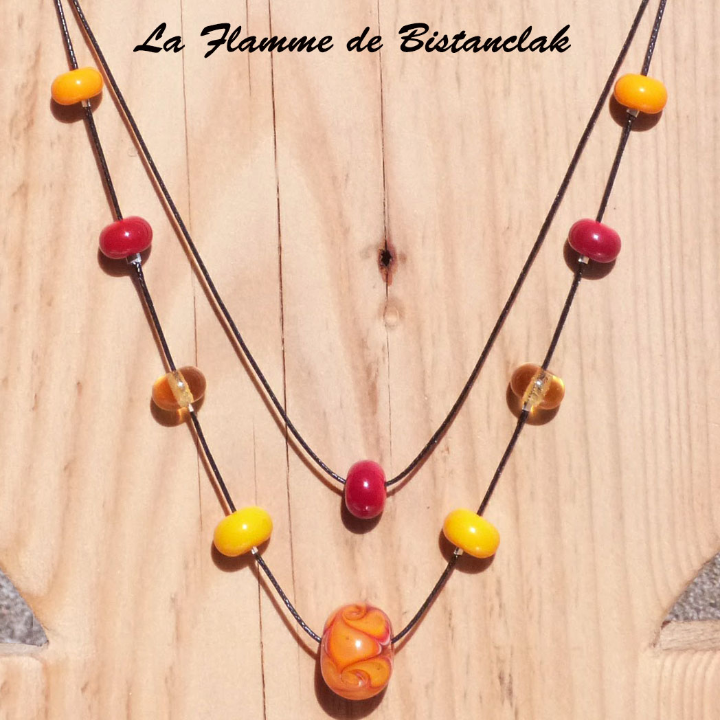 Collier artisanal double rang perles de verre jaune et rouge collection fleur en spirale