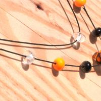 Collier double rang perle orange et noir virus 2