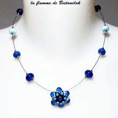 Collier fleur bleu et perle de verre file