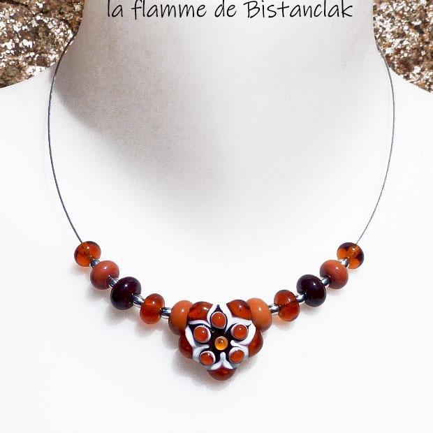 Collier fleur en verre file couleur terre de sienne topaze et brun