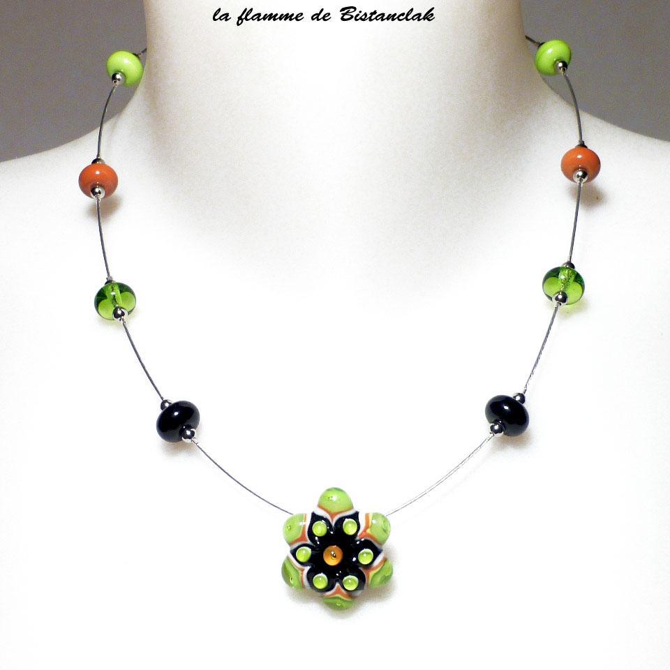 Collier fleur vert et orange et perle de verre file