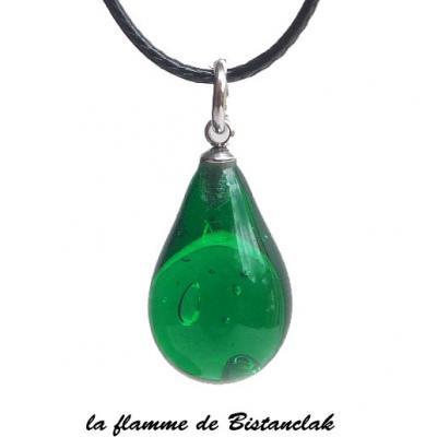 Collier pendentif goutte de verre vert émeraude transparent