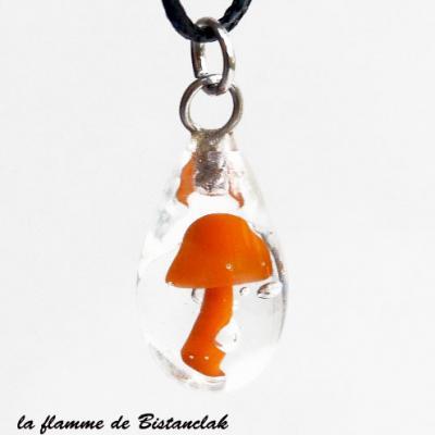 Pendentif goutte champignon orange en verre filé