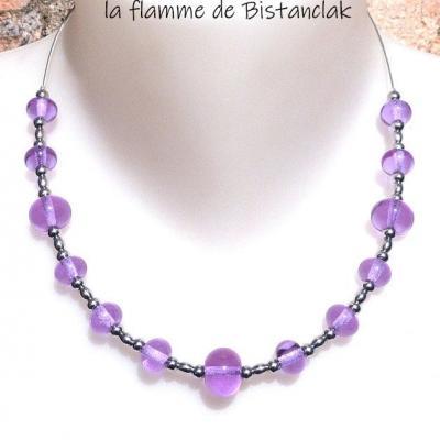 Collier de perles de verre filé rose alexandrite