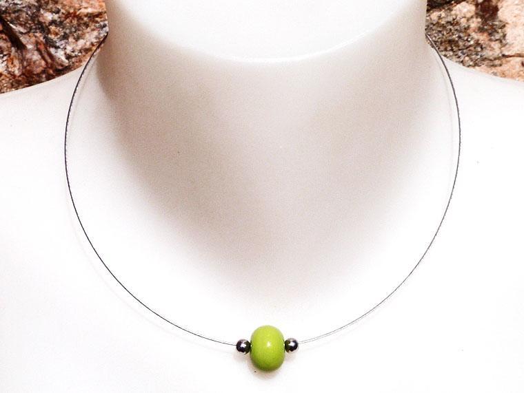 Collier simple perle de verre file vert petit pois