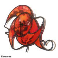 Creation artisanale horloge vitrail rouge orange bordeau marbre