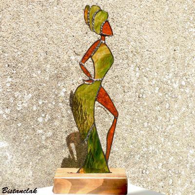 Danseuse africaine vetue de vert en vitrail tiffany