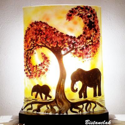 Lampe artisanale jaune rouge orangé motif la marche des éléphants