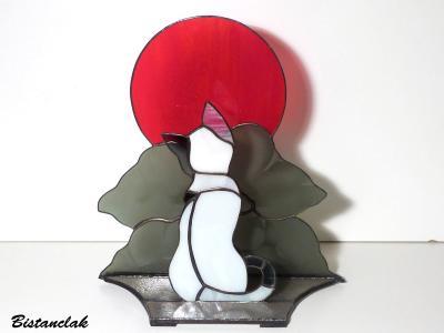 Decoration vitrail le chat noir et blanc sous la lune rouge