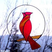 Decoration vitrail oiseau cardinal rouge sur une branche