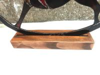 Detail socle cheval a bascule