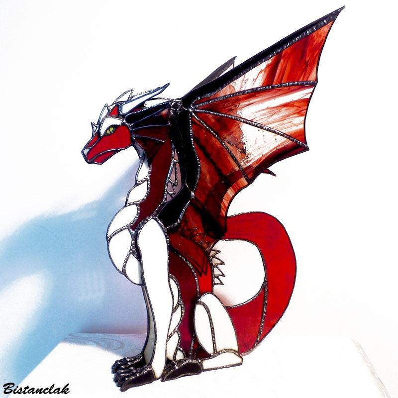 Dragon rouge et ivoire vendu en ligne