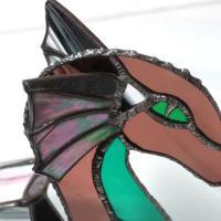 Dragon vitrail tiffany de couleur rose vert et iridescent 1