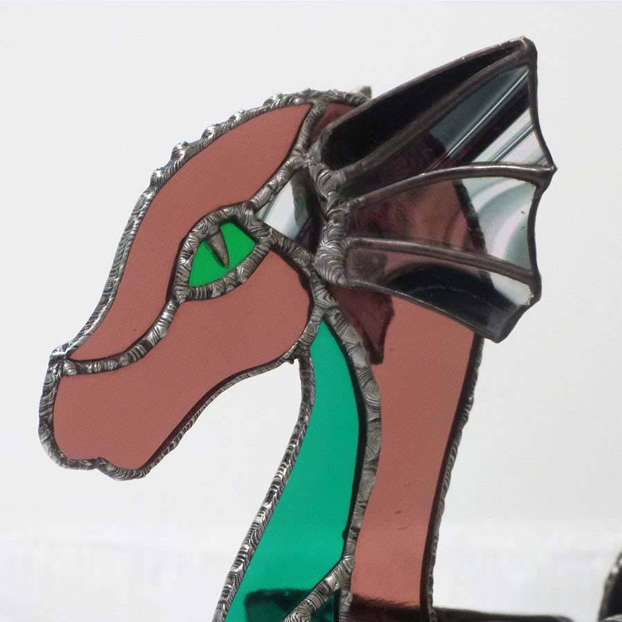 Dragon vitrail tiffany de couleur rose vert et iridescent 4