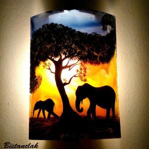 Applique luminaire d'ambiance jaune orangé bleuté motif la marche des éléphants; fabrication artisanale française